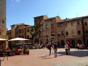 Piazza della Cisterna.