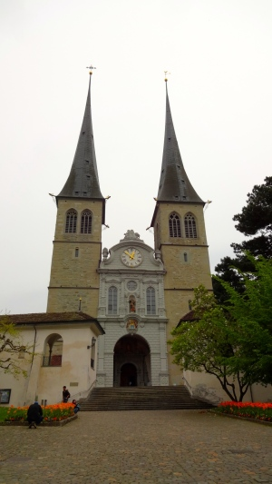 Hofkirche St. Leodegar.