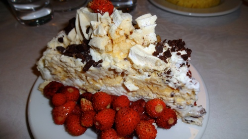Meringue Cake with Wild Strawberries (8/10).