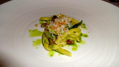 Garden Menu: Busiate with Enligh Peas, Bergamot Mint, and Bronte Pistachio (8/10).