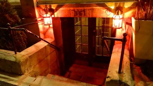 Entrance to Le Bremner.